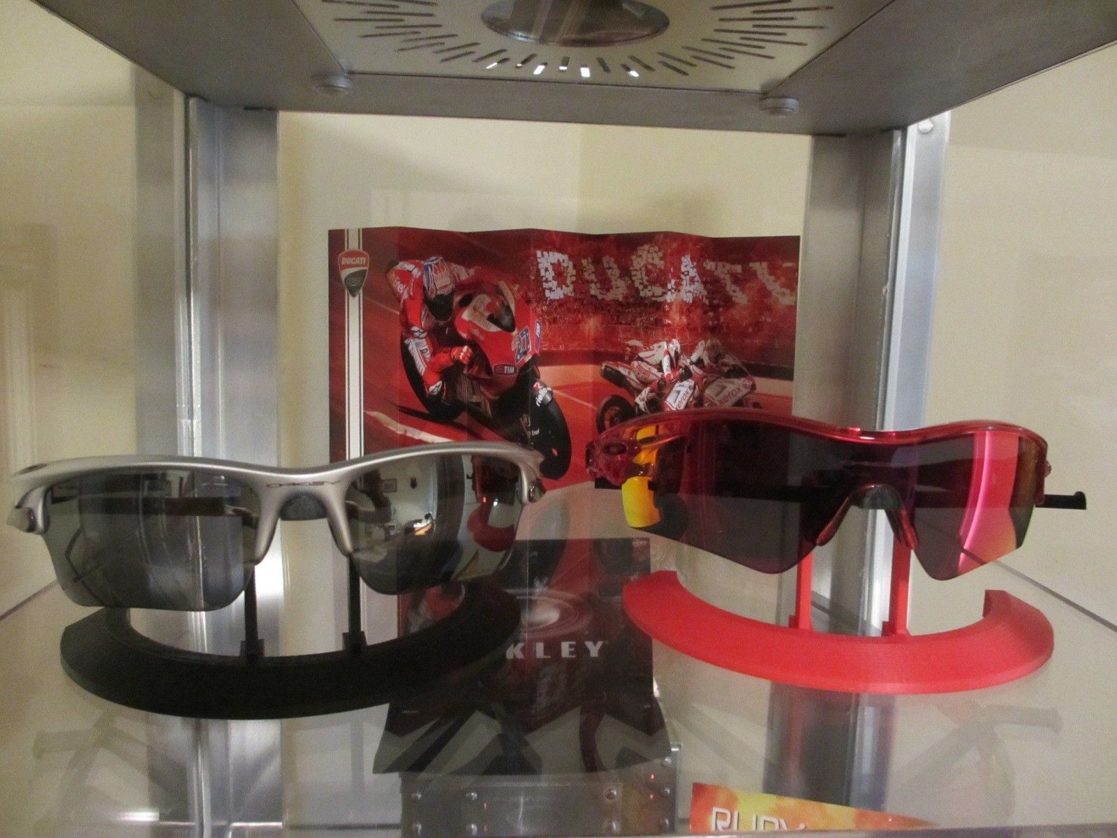 My new cool 3D Printed Display stands! - 003.JPG