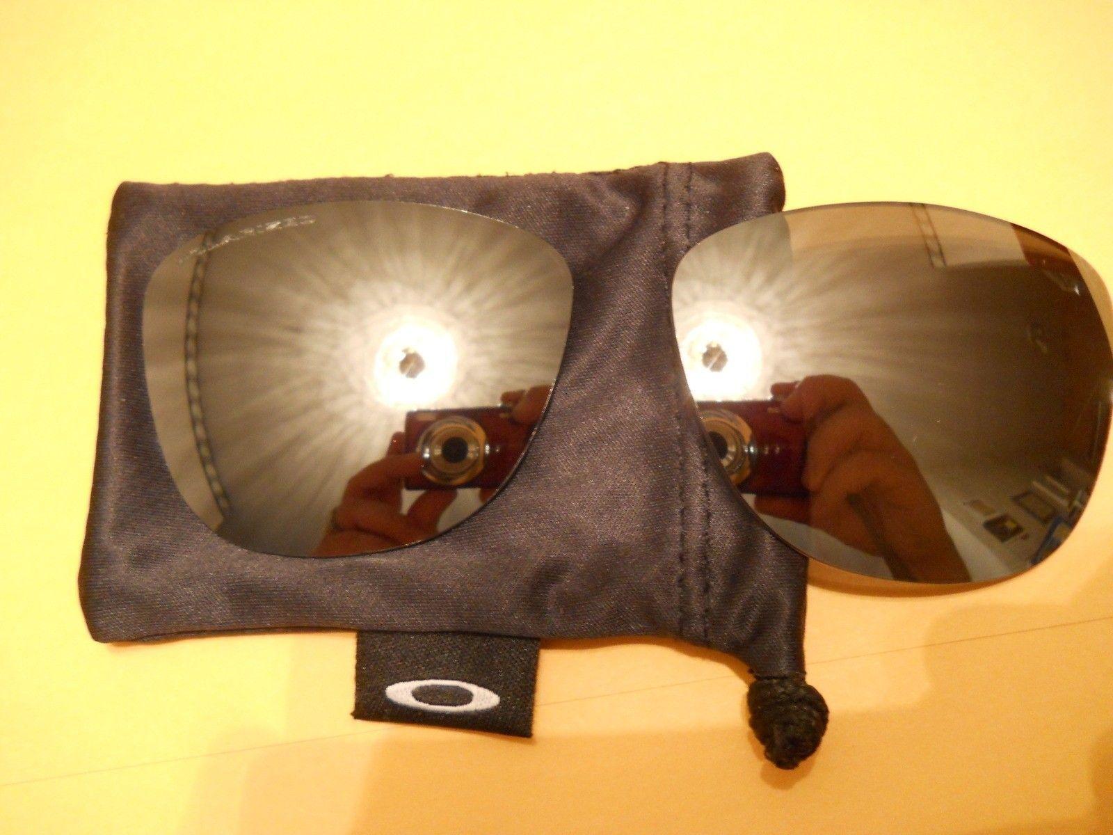 Black Iridium Polarized Lenses With Oakley Lens Microfiber Bag - 006voe.jpg