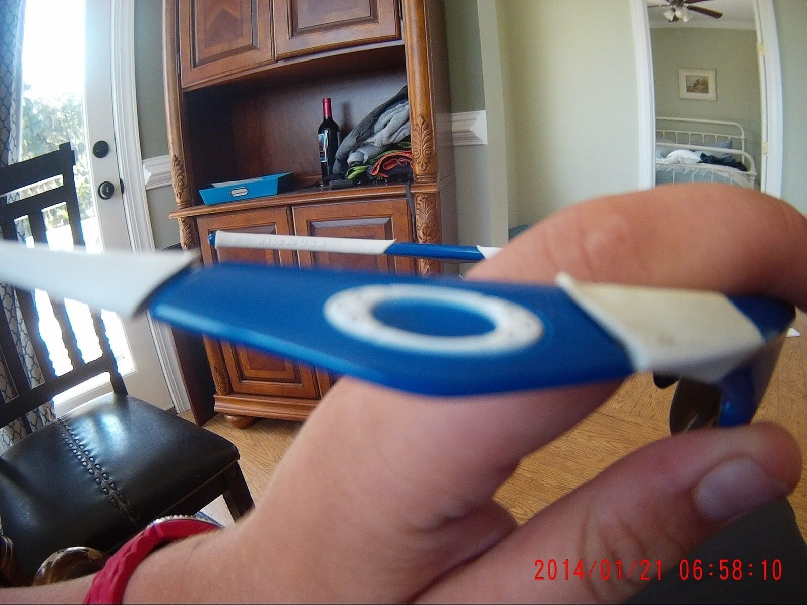 Found at the beach any value? they say oakley??? - 06580002.JPG