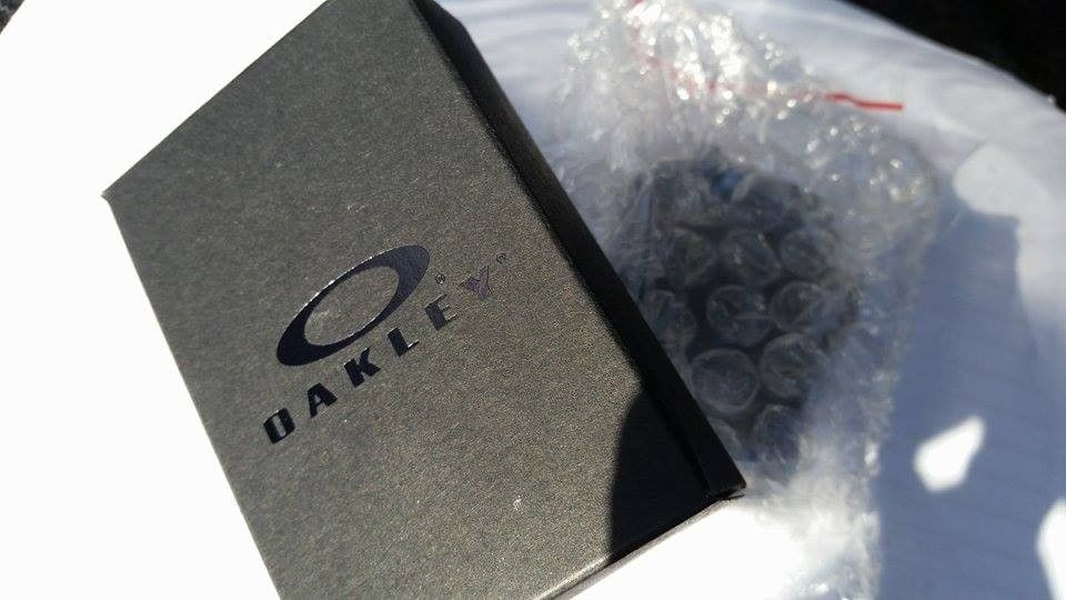 Oakley DOG TAG keychain bottle opener NEW in box - 11748841_10100941519399522_989399446_n.jpg