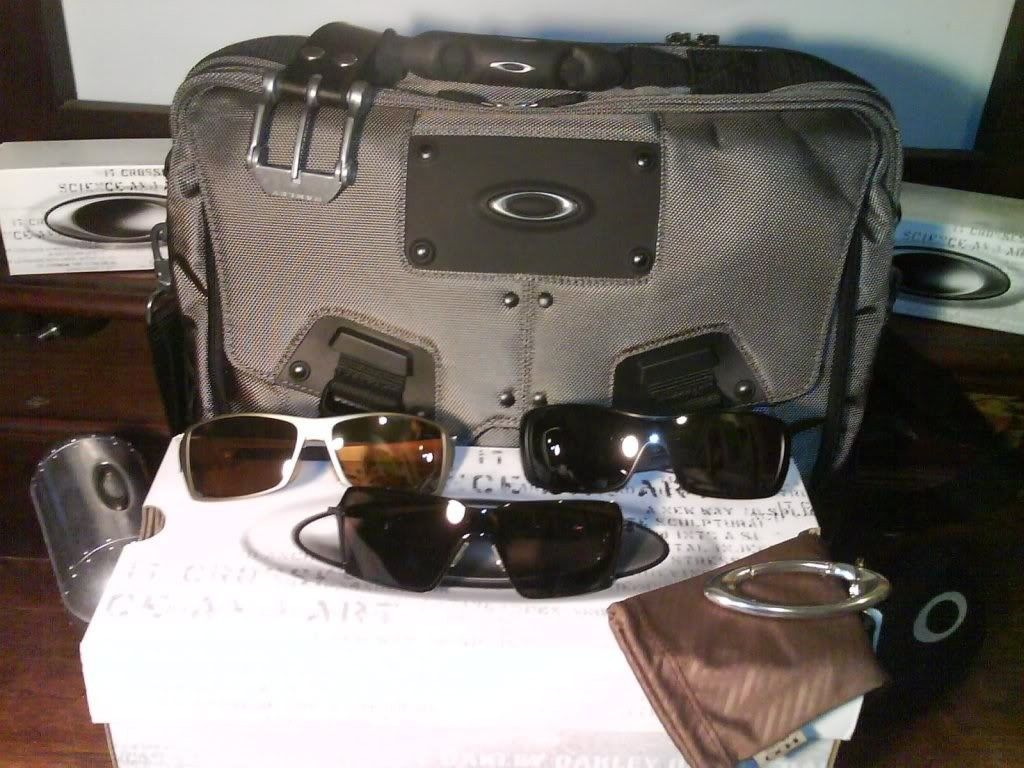 Everything Oakley -- Post Pics Of All Your Oakley Gear! - 133176_10150111136311419_665951418_7467396_4498902_o.jpg