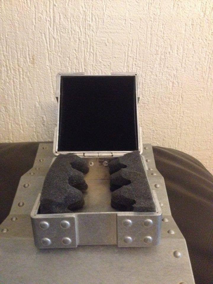 Hijinx Popaganda, x-metal Time Bomb Vault, metal display vault, old forgskins metal display - 13817320_10210099271979811_2044750265_n.jpg