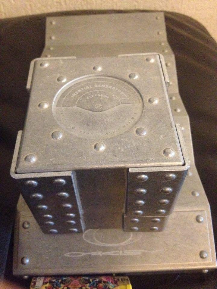Hijinx Popaganda, x-metal Time Bomb Vault, metal display vault, old forgskins metal display - 13820371_10210099275499899_1806051185_n.jpg