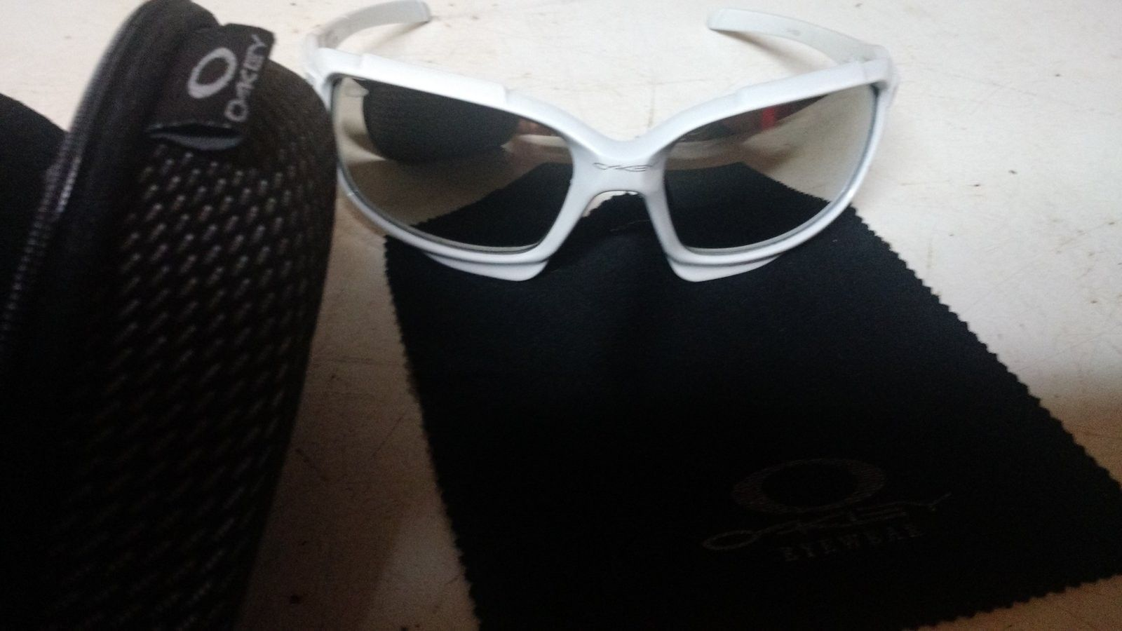 Can't identify if Oakley's are real/fake!? - 14667480952541964660523.jpg