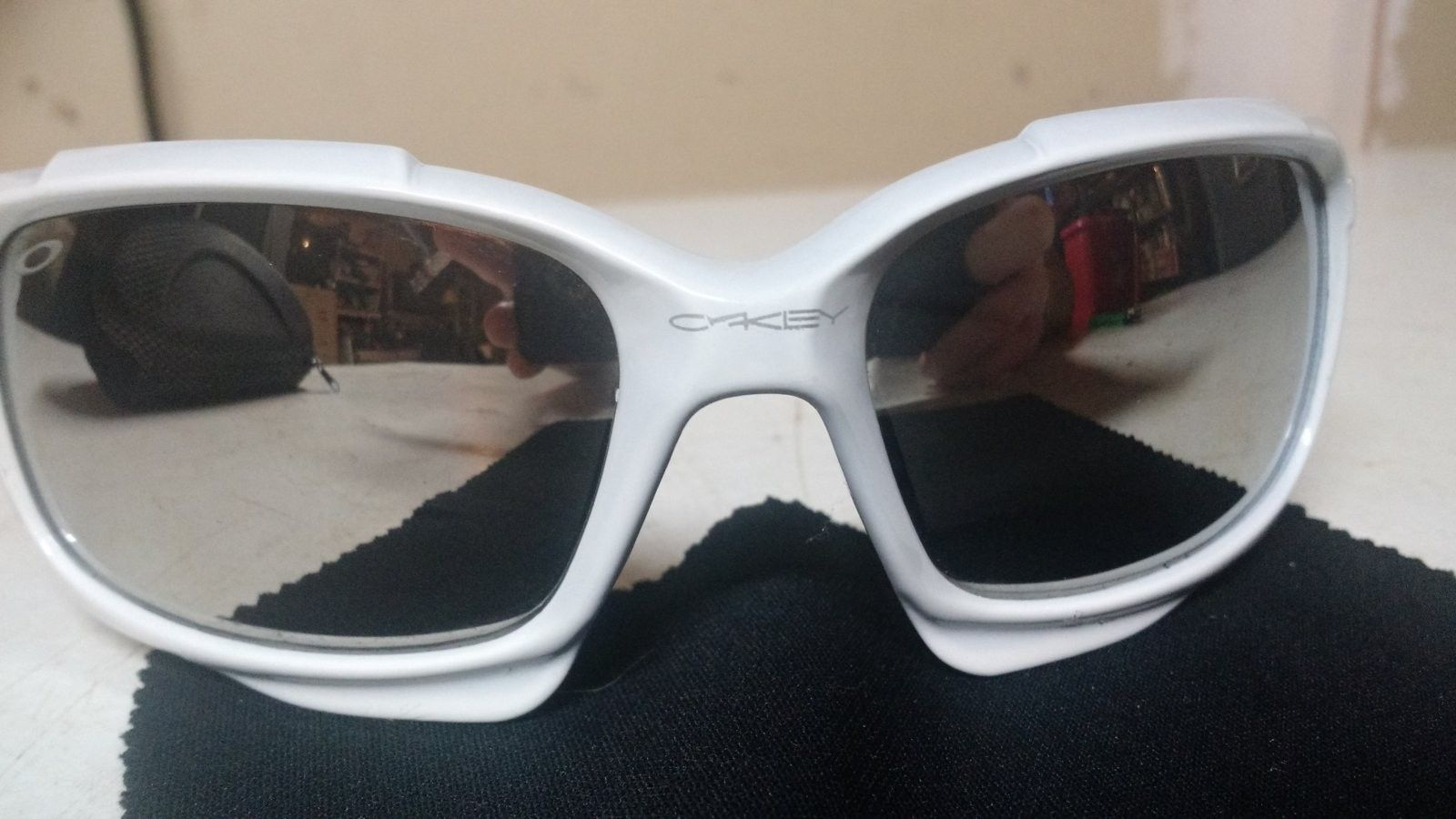 Can't identify if Oakley's are real/fake!? - 14667482245591437383415.jpg