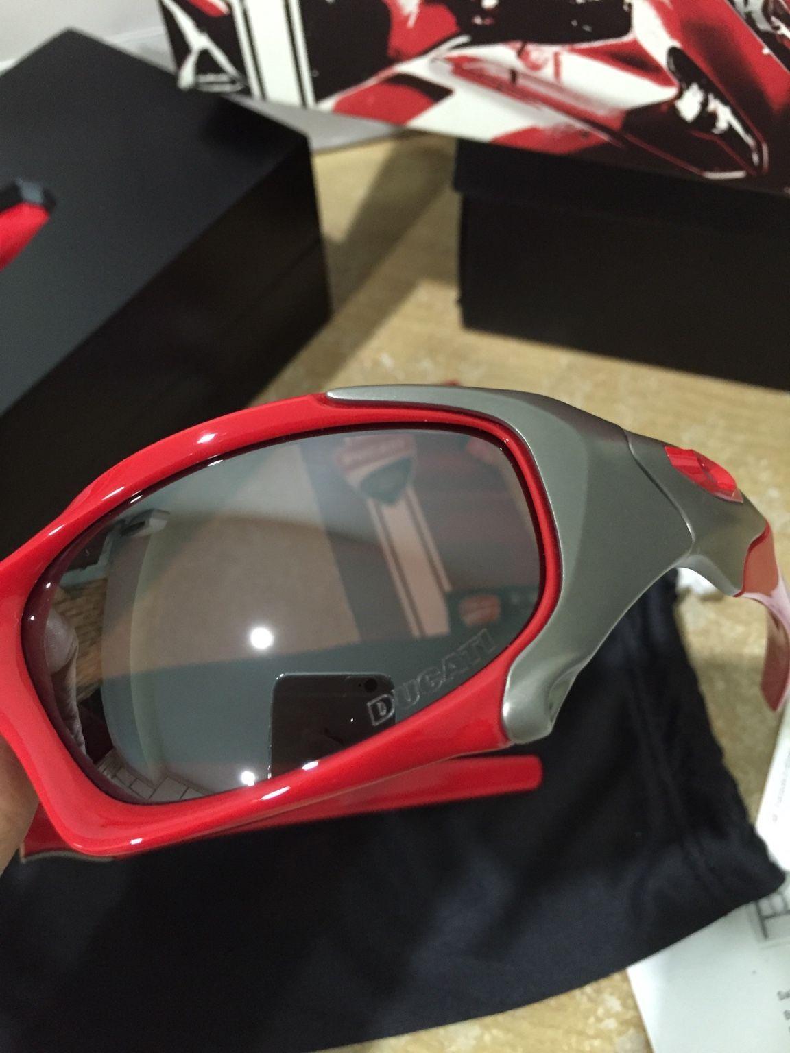 Oakley Ducati Pitboss - 188bc679517dcb1f0c6b391cb69e353c.jpg