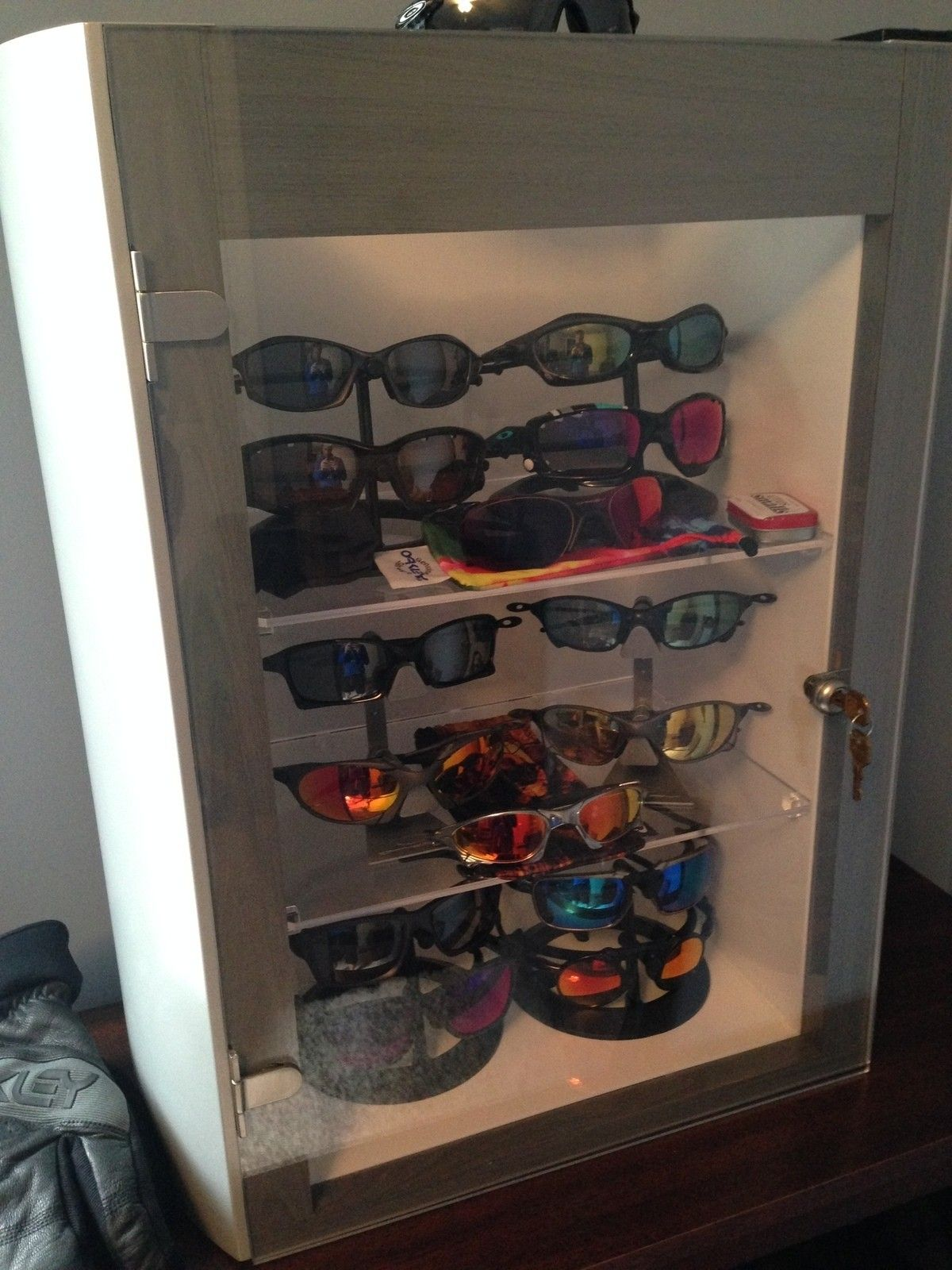 Metal Display Case for Oakley Sunglasses - 1961.JPG
