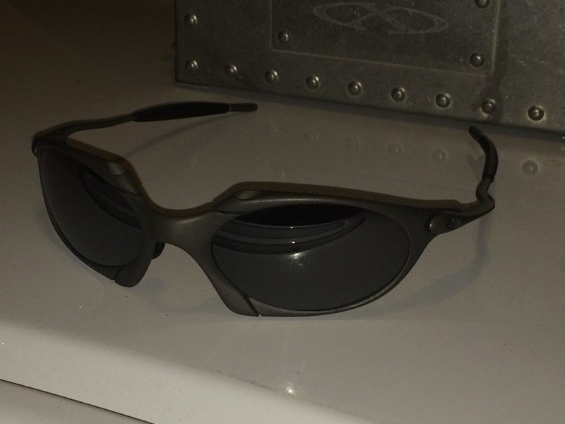 Or FS: Oakley Romeo 1 Excellent Condition With Xmetal Vault - 1e8e584ef9e027992d4b20335cec1177.jpg