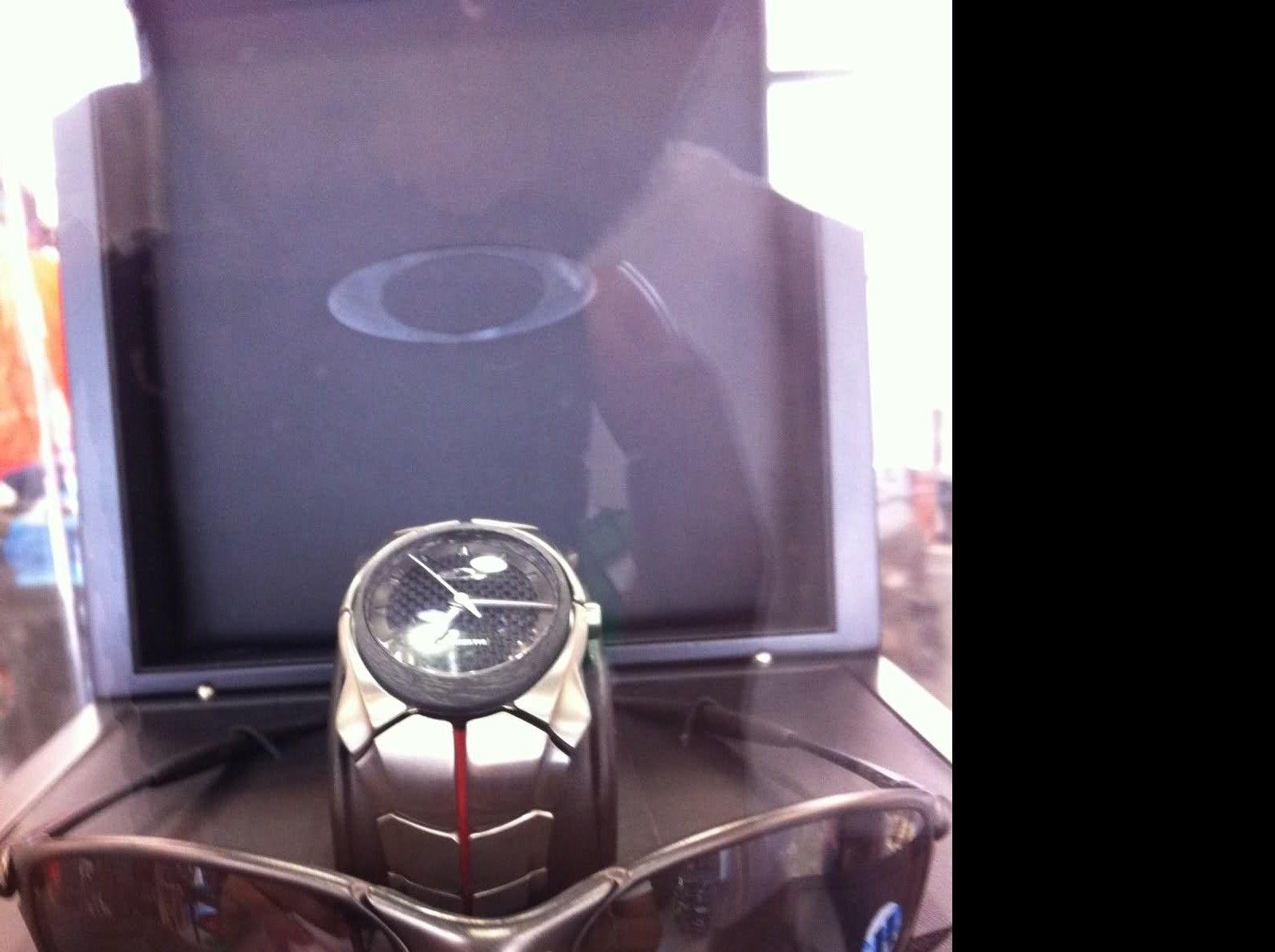 First Ever Oakley Watch/eyewear Bundle!! Only 50 Made! - 1zdx25h.jpg