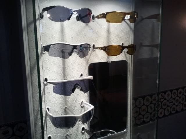 Oakley Women's Display Case for your Sunnies.... - 2012-03-25155143.jpg