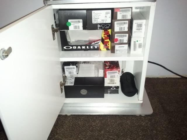 Oakley Women's Display Case for your Sunnies.... - 2012-03-25155234.jpg