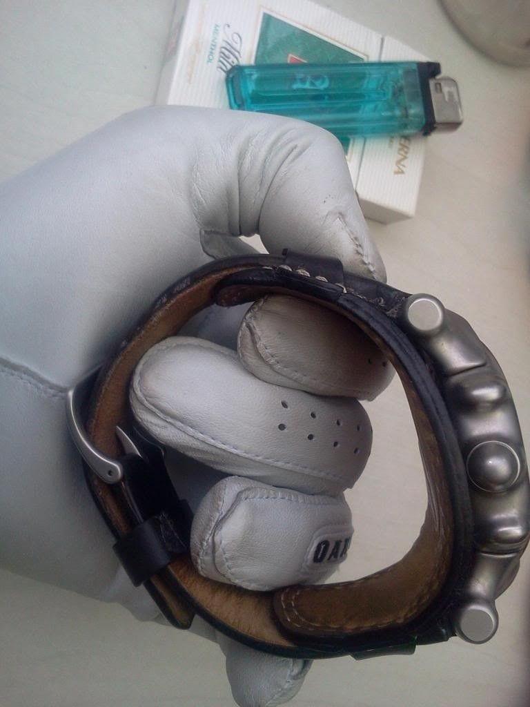 WTS Oakley Watch Saddleback White Dial - 2012-11-21130218.jpg