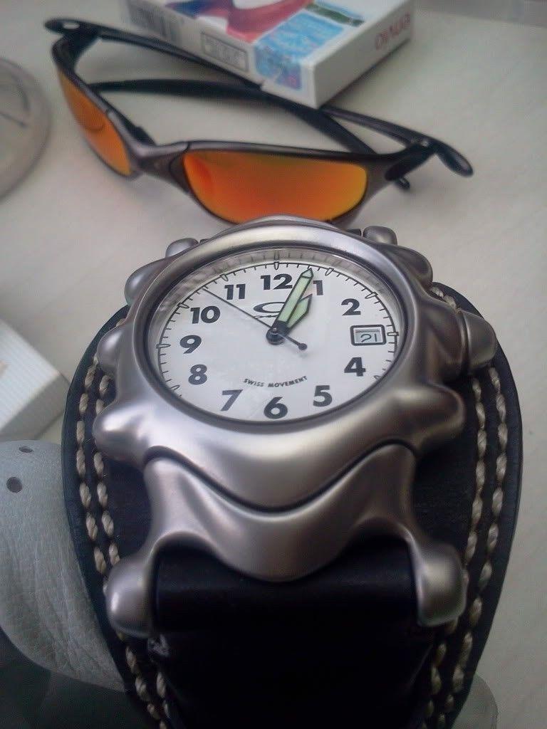 WTS Oakley Watch Saddleback White Dial - 2012-11-21130303.jpg