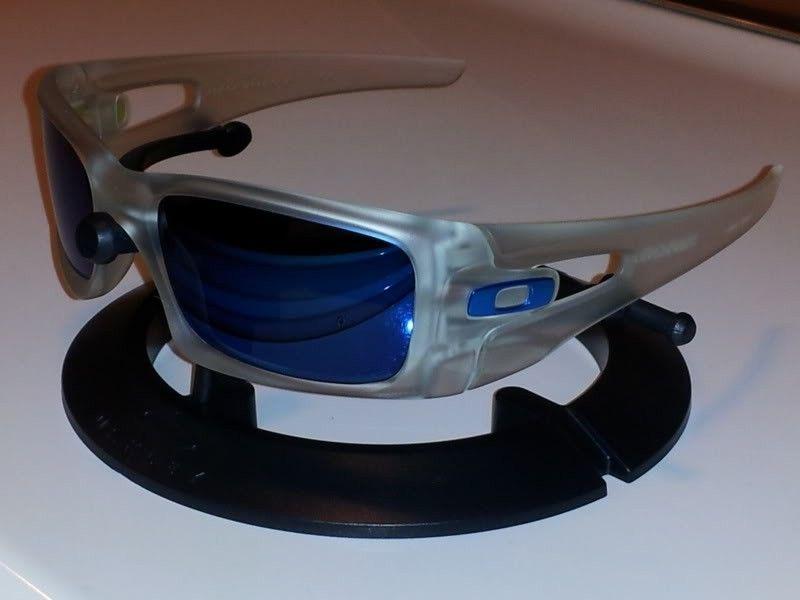 New Oakley Crankcase Matte Clear Ice Iridium Polarized - 20120410_160923.jpg