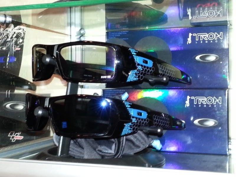Tron Legacy Gascan W/ Ice Iridium Authentic Oakley Lenses - 20120906_074311.jpg