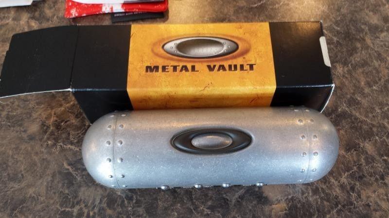 Few Bags, Small Vault And Sochi Pins - 20140430_133708.jpg