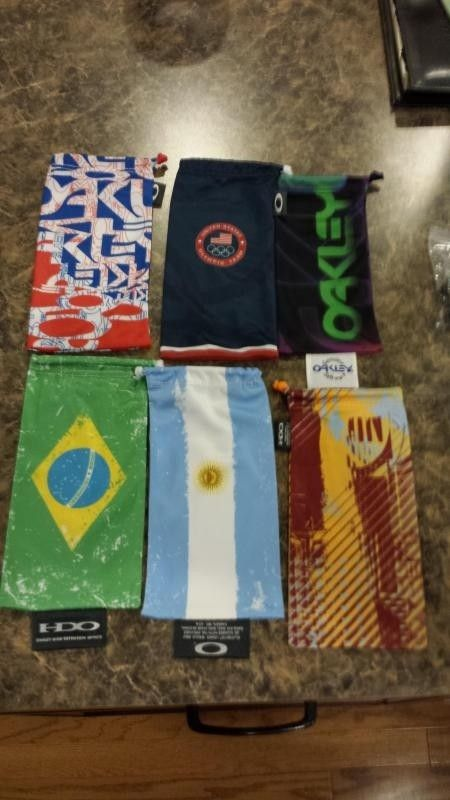 Few Bags, Small Vault And Sochi Pins - 20140502_220751.jpg