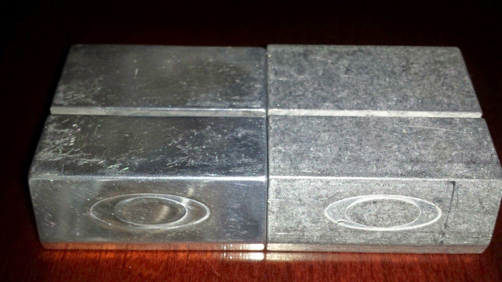 Chrome X-Metal Coin Holder - 20140508_191748.jpg