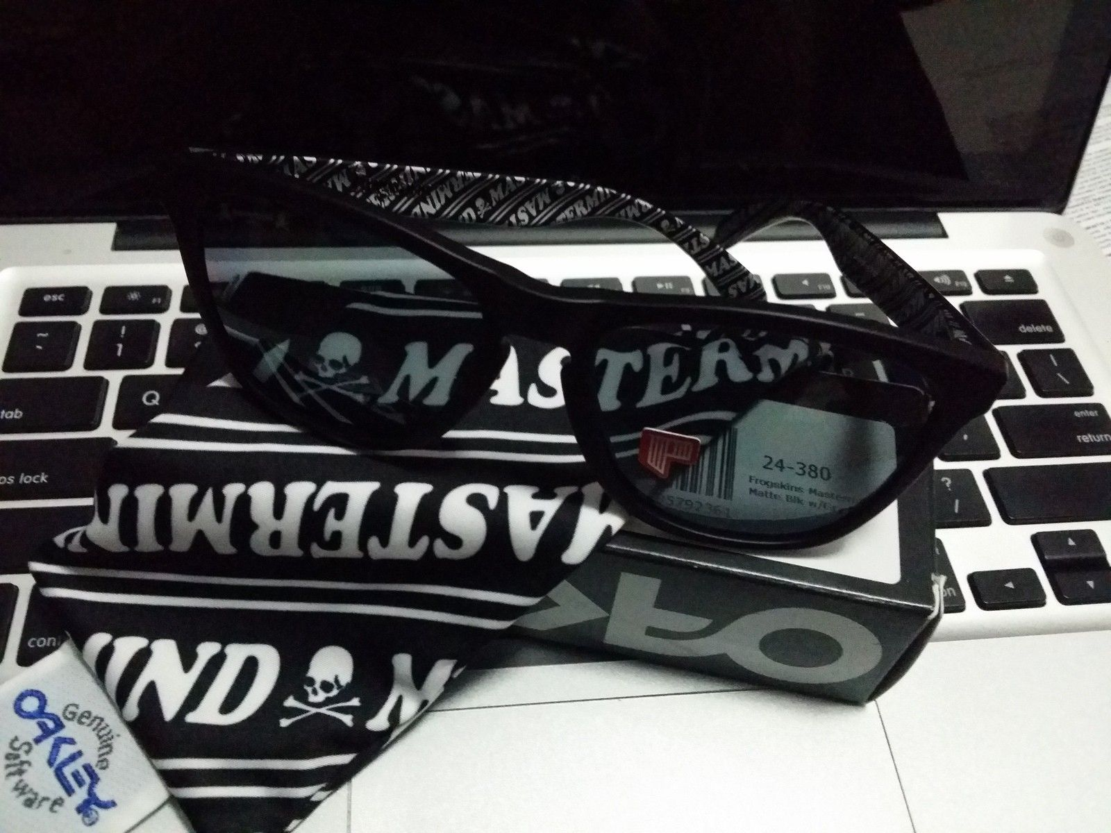 Couple of custom for sale with LNIB MASTERMIND x OAKLEY Matte Blk with Polarized Grey - 20141212_002141.jpg