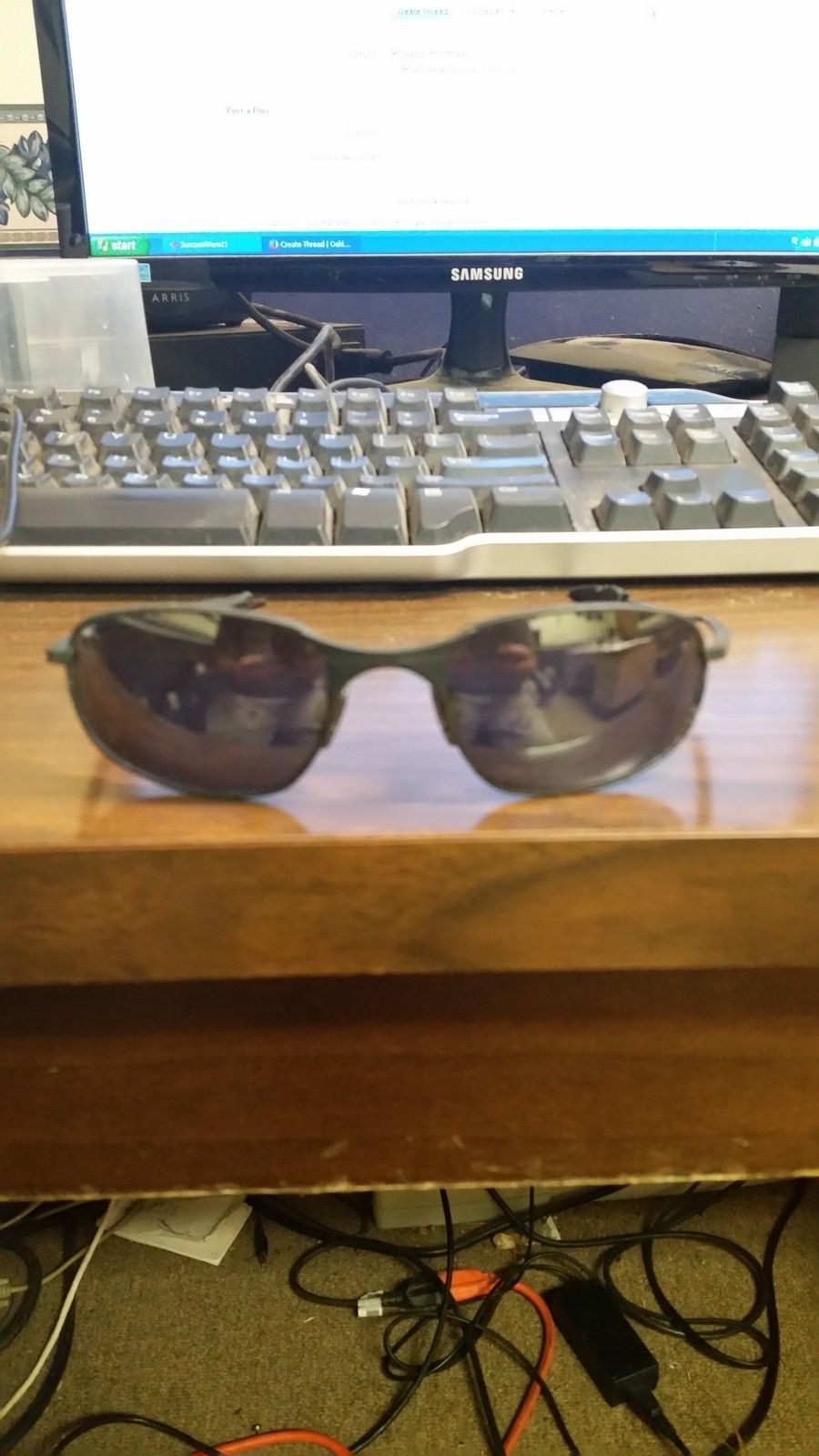 Help in identifying these old oakley glasses - 20150601_140547.jpg
