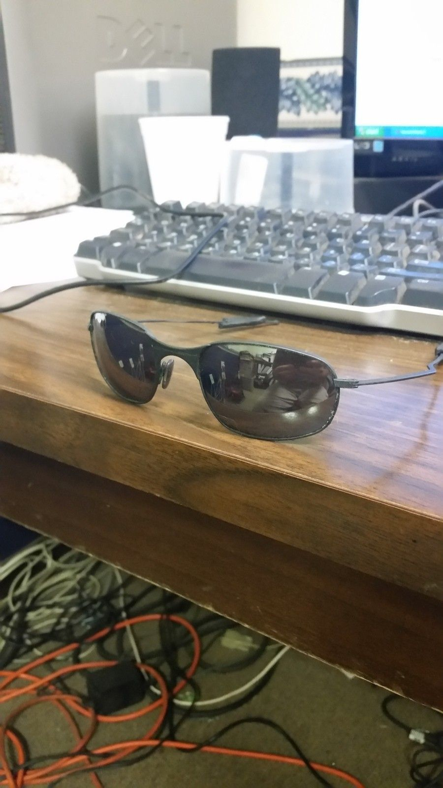 Help in identifying these old oakley glasses - 20150601_140557.jpg