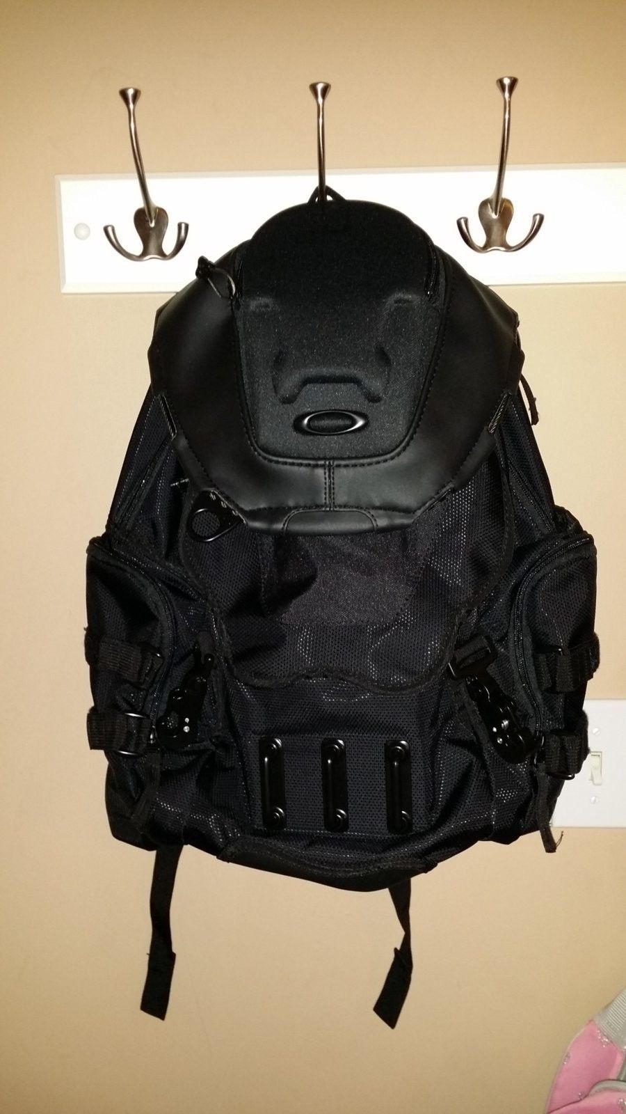 ... Oakley Bathroom Sink Backpack - Stealth Black - 725.
