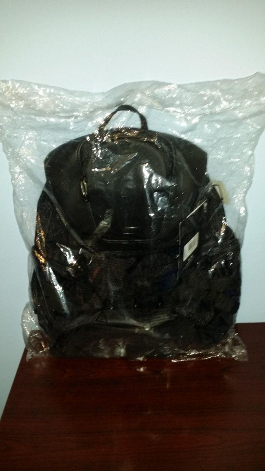 Oakley Bathroom Sink Backpack - Stealth Black - 20150826_194358.jpg