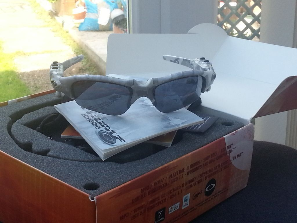 Oakley thump white camo with lead and charger in almost immaculate condition. - 20150911_112101.jpg