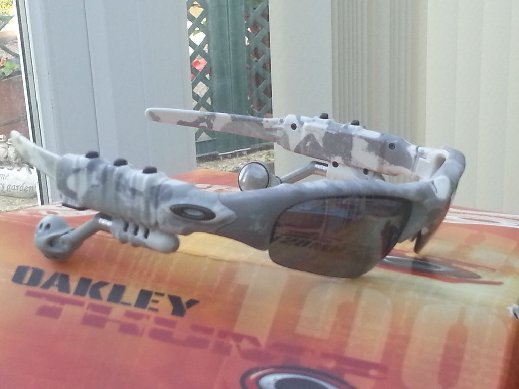 Oakley thump white camo with lead and charger in almost immaculate condition. - 20150911_112229.jpg