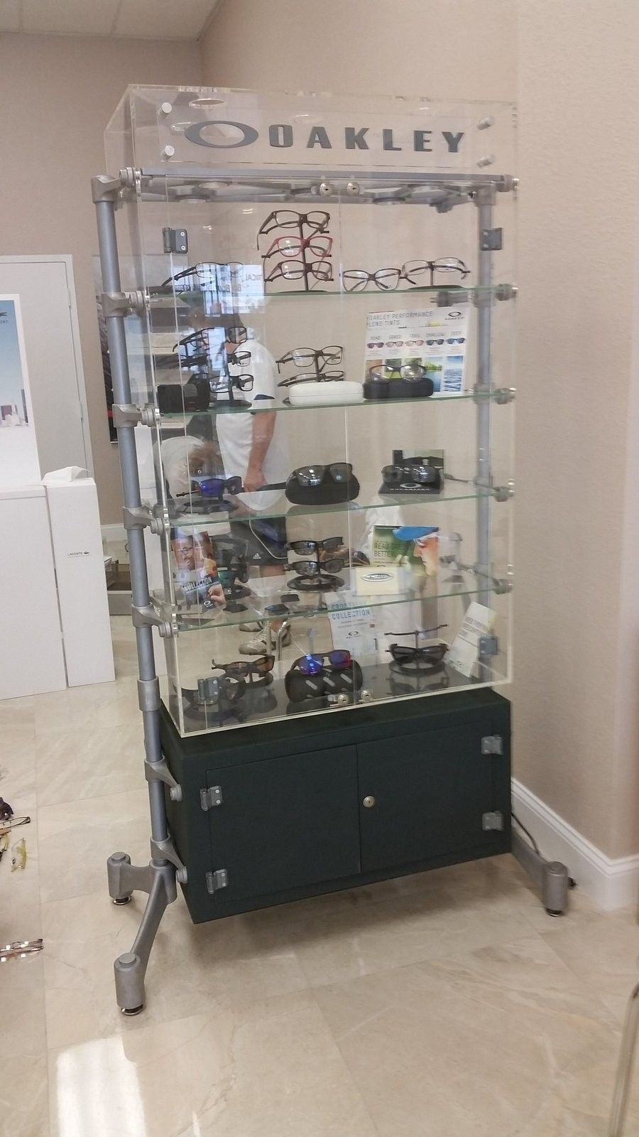 Spine Oakley Display Case - Location South Florida - 20151031_130155.jpg