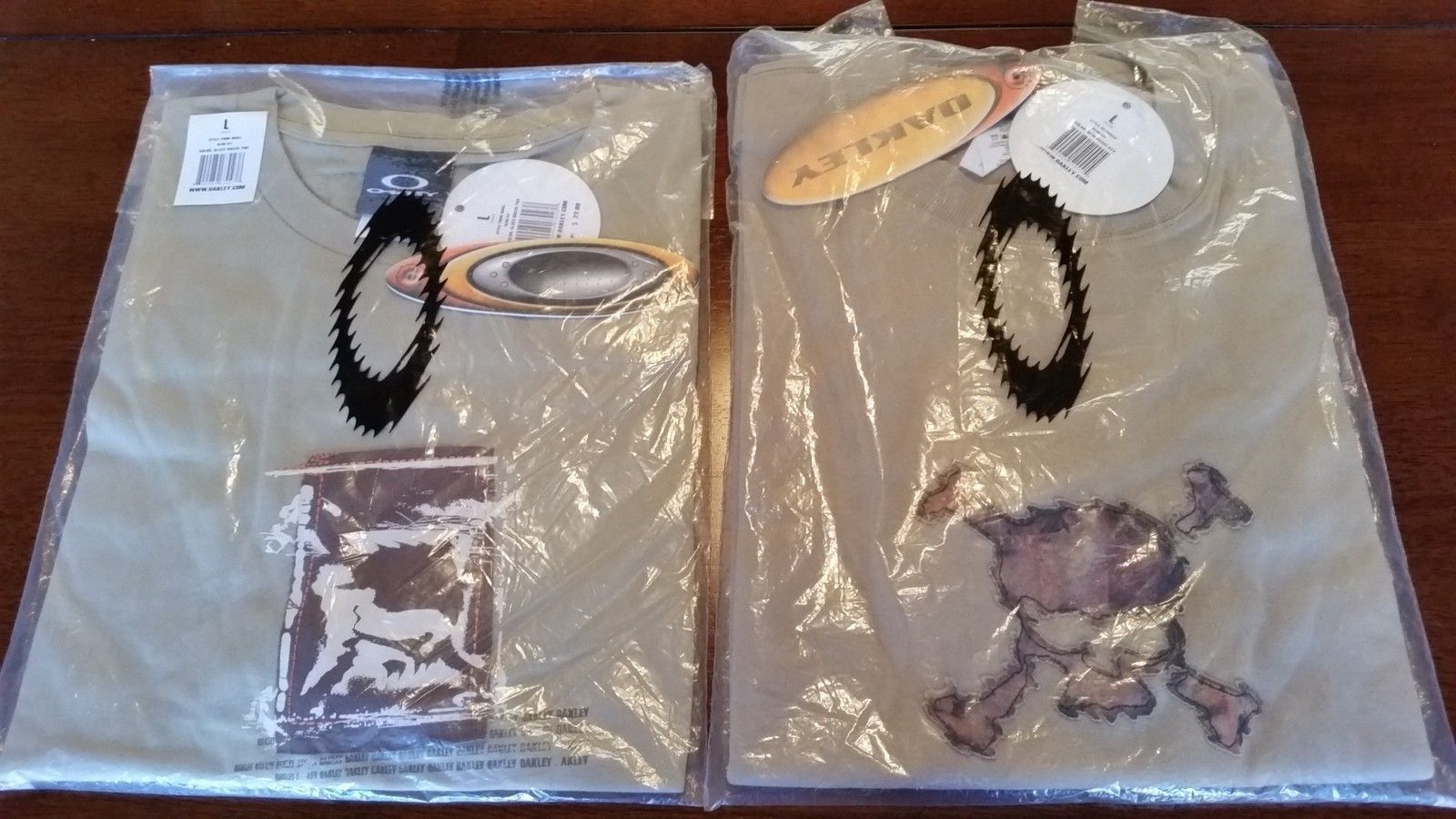Rare skull shirts nwt and some oakley metal displaysq - 20151212_131830.jpg