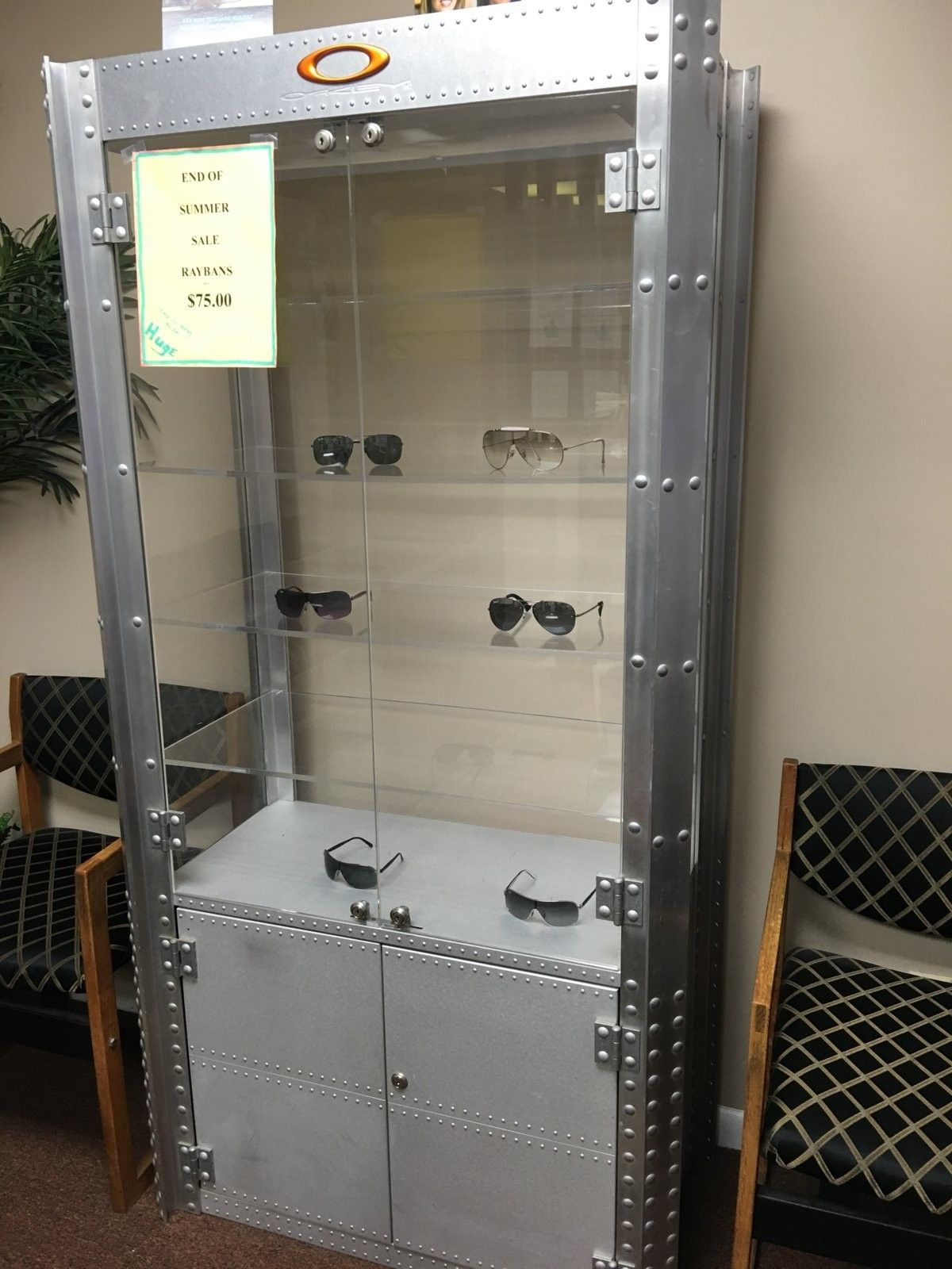 Double wide aluminum display case on CL - 2016-01-27 13.42.52.jpg