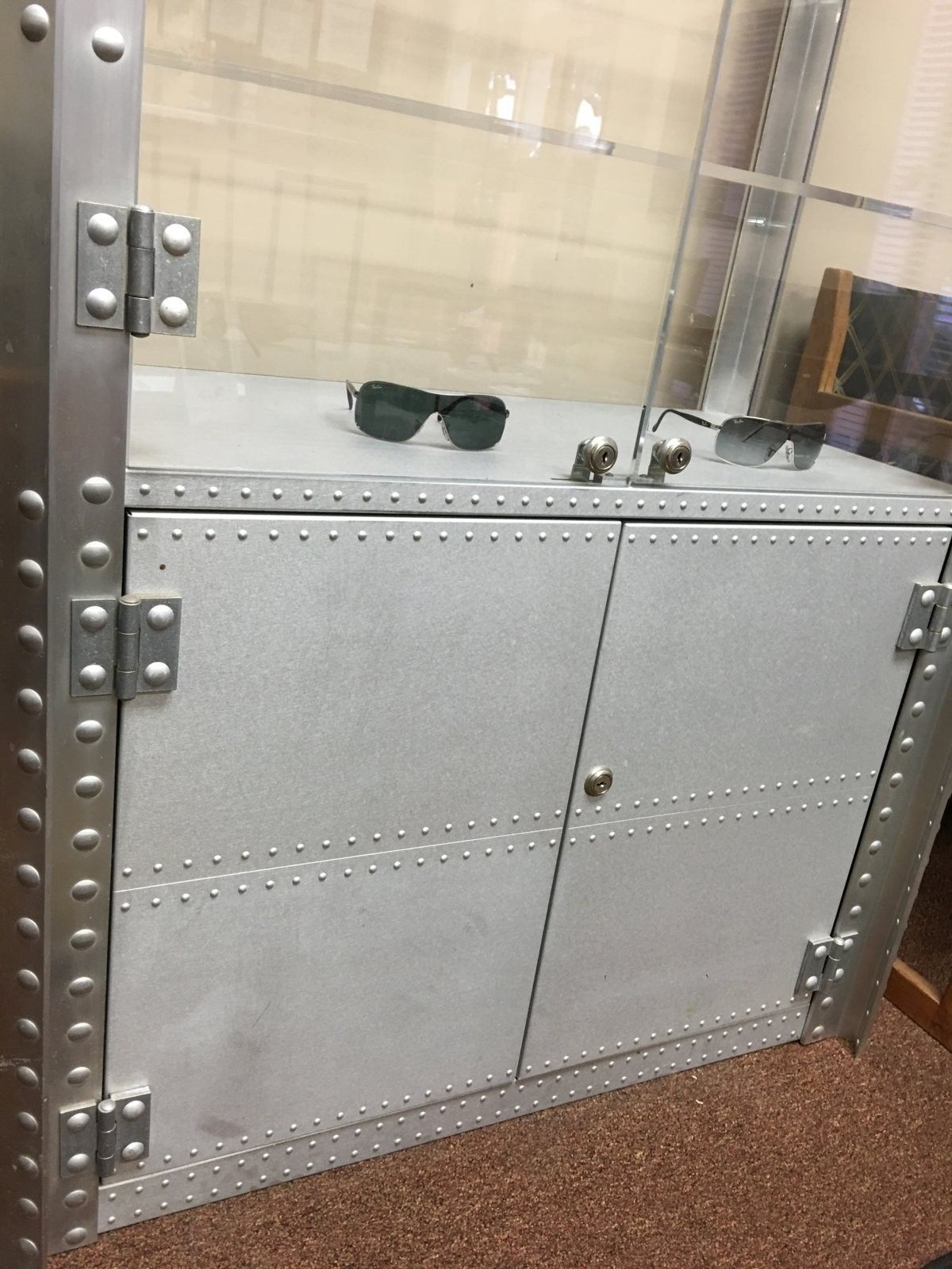 Double wide aluminum display case on CL - 2016-01-27 13.43.09.jpg