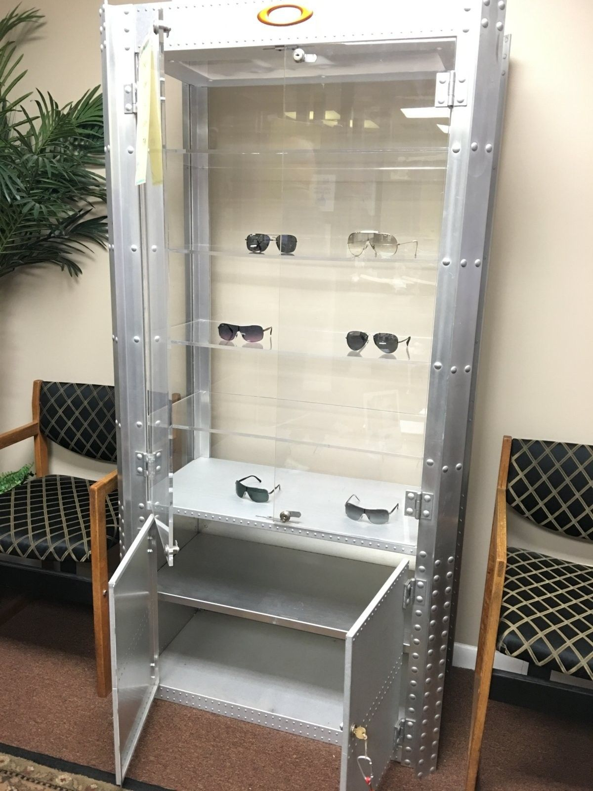 Double wide aluminum display case on CL - 2016-01-27 13.44.59.jpg