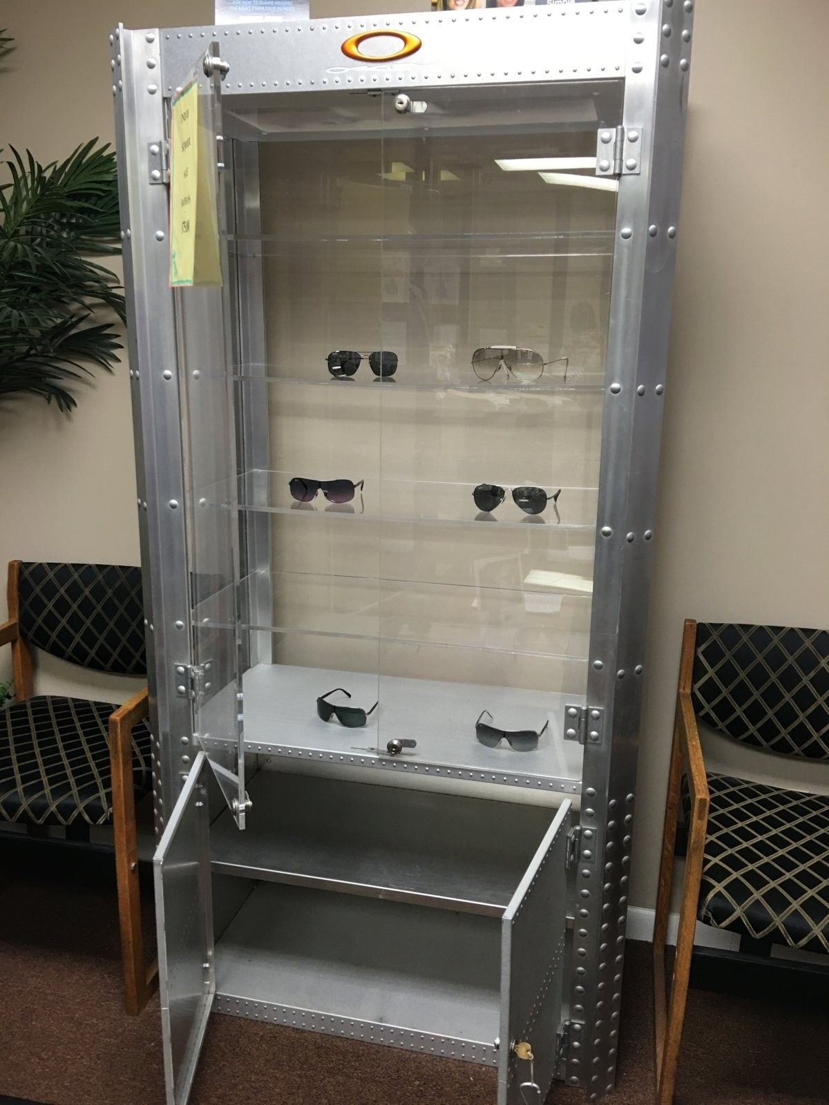 Double wide aluminum display case on CL - 2016-01-27 13.45.10.jpg