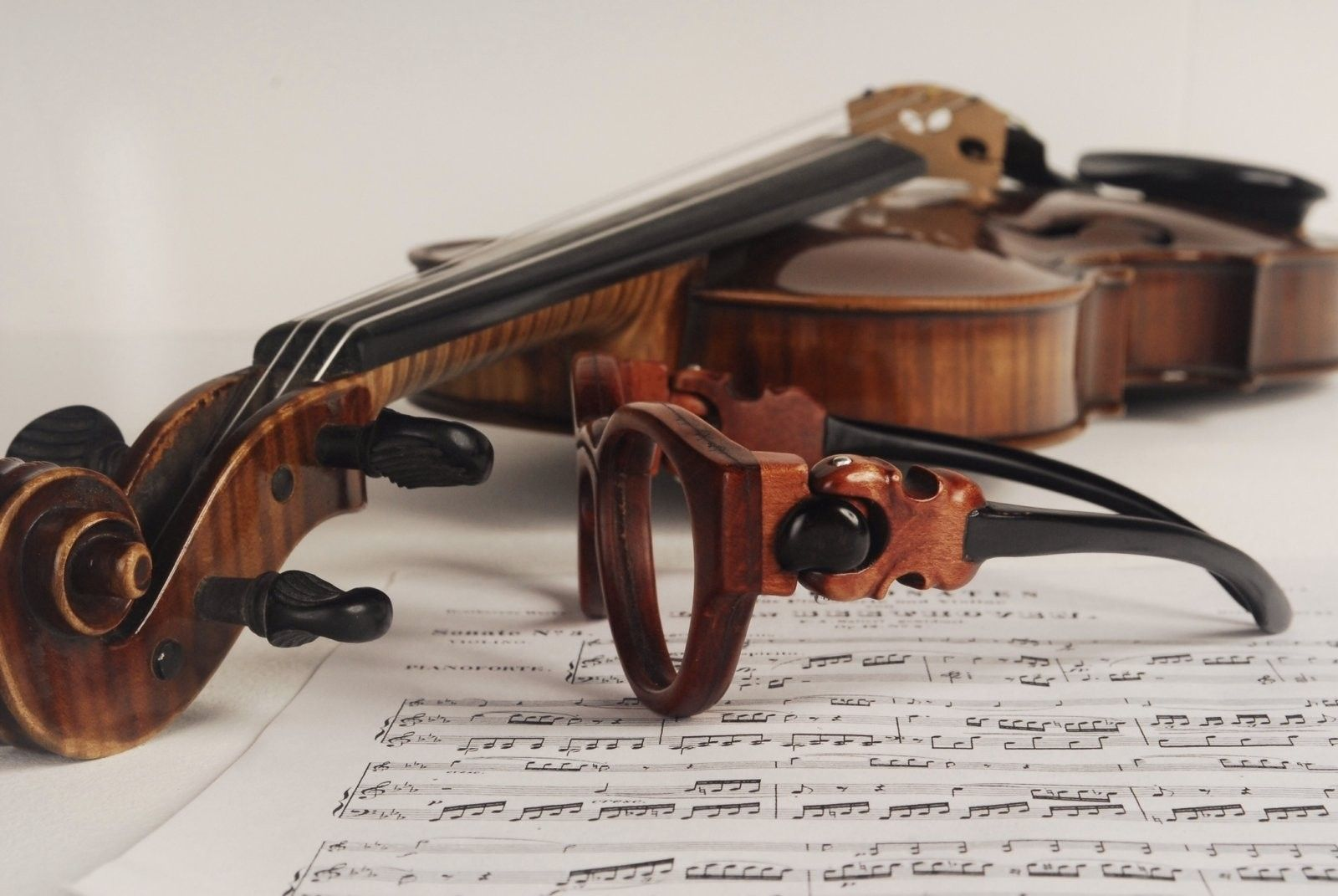 Spectacular Handmade Wooden Sunglasses - 2016-05 Jaromir Violin 27.jpg