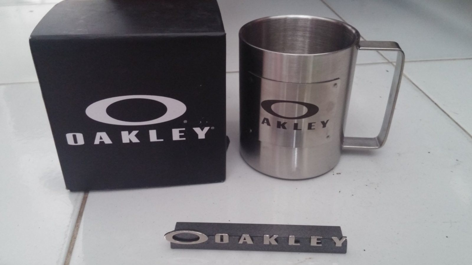 Oakley mug & small display logo - 20160818_140705.jpg