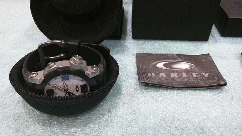 Brand New Oakley Killswitch White Face w/ 2 Bezels - 27243976333_231c20121c_c.jpg