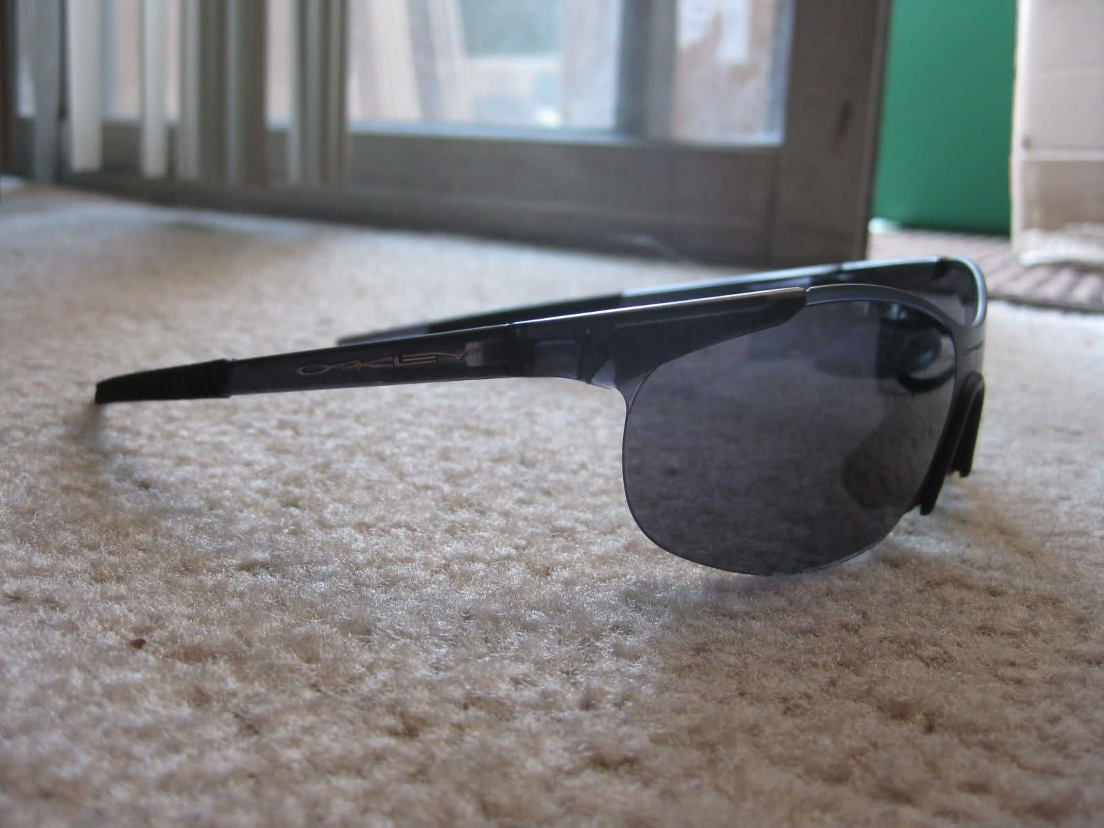 Help In Identifying These Oakleys :) - 2eldt2d.jpg