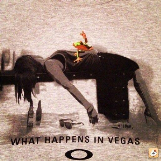 Oakley Vegas Tee - 2u3y3e6a.jpg