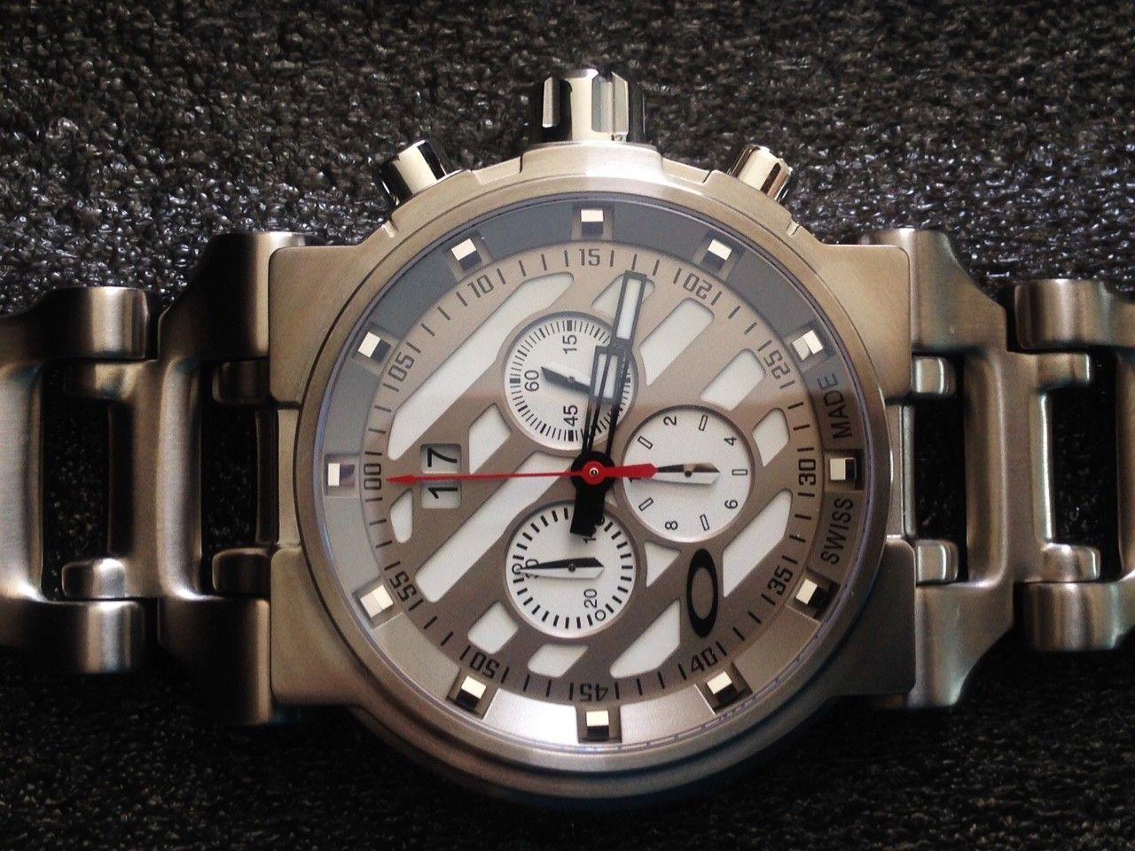 NEW IN BOX Oakley Hollow Point Titanium Watch White Dial 10-046 - 3.JPG