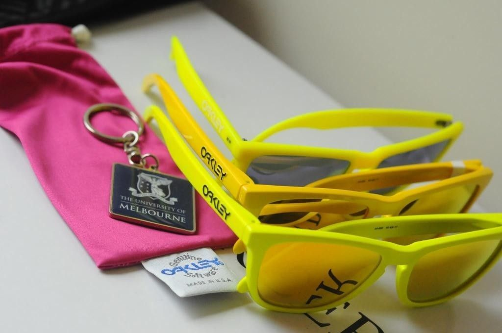 Neon Yellow Vs School Bus Frogskins - 327543_10150346804159401_1390175385_o.jpg