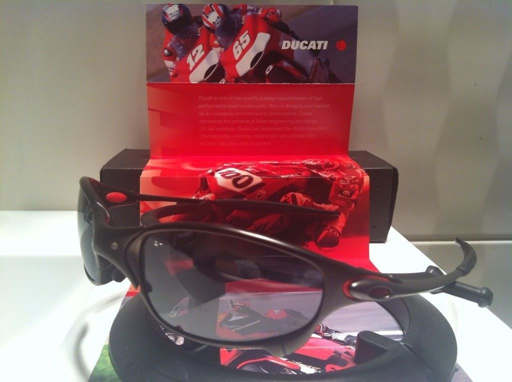 Limited Edition Ducati Juliet (Carbon/Black Iridium) - 4558059a.jpg