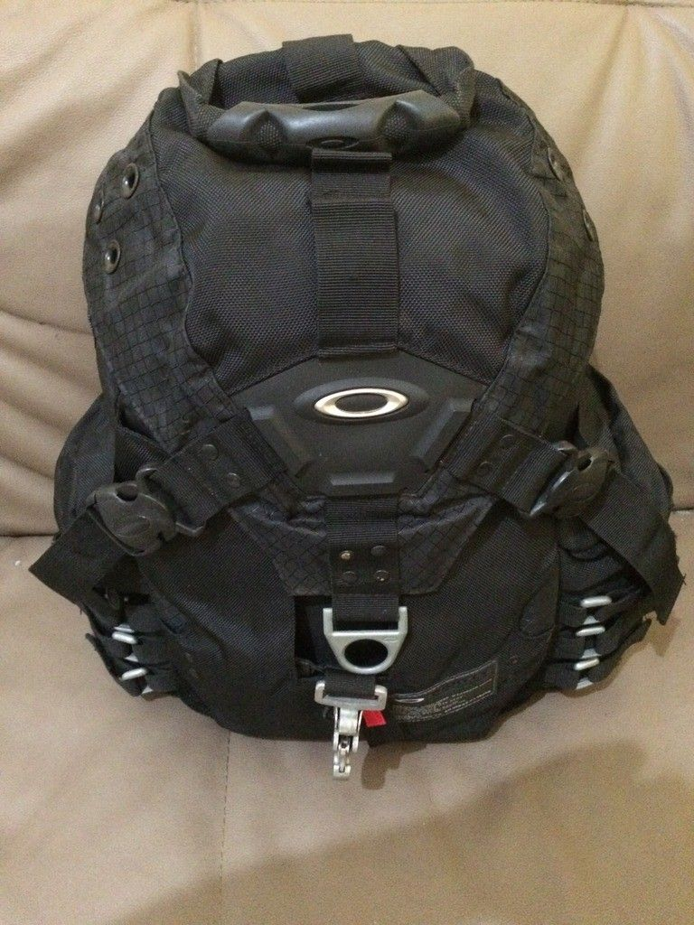 [Fake or Real? ] Identify an Oakley Backpack - 4CDF3536-8F82-4562-8F8A-53858467BD3D_zpseqg6qbhc.jpg
