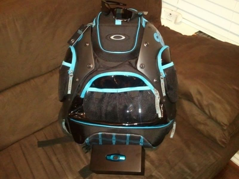 OAKLEY TRON HARDSHELL Backpack New With Tags Attached - 4d28e7d9.jpg