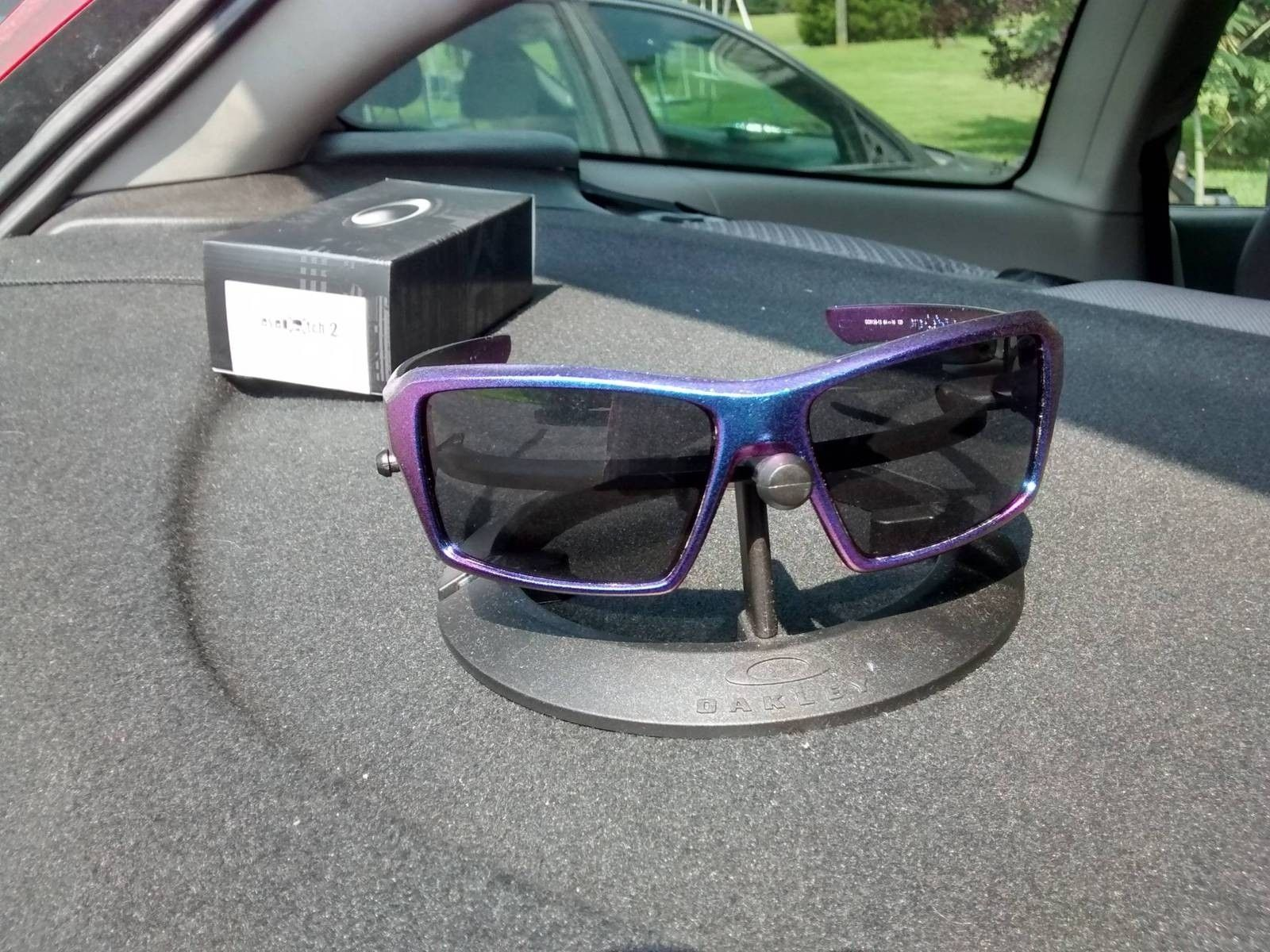 What If Your Oakleys Could Change Colors In The Sun.... - 4X3LeVL.jpg