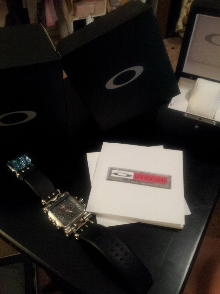 Selling Oakley Minute Machine Leather Band Edition! Brand New! - 524233_4154055019938_484441221_n.jpg