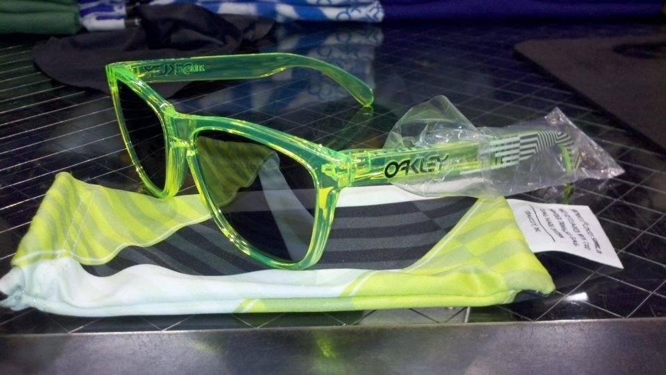 Deuce Coupe/Blacklight Edition Frogskins - 534987_304259619645076_58888559_n.jpg