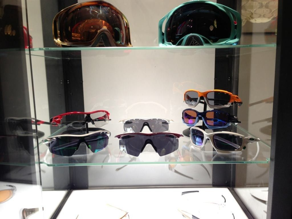 A Collection Of Goggles, Sports Shades And Few Others - 5ava6y6e.jpg
