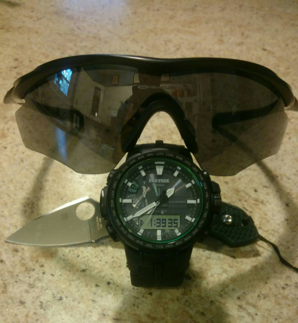 Blades, Shades and Watches - 5de749da605c492befbf02897f572c54.jpg